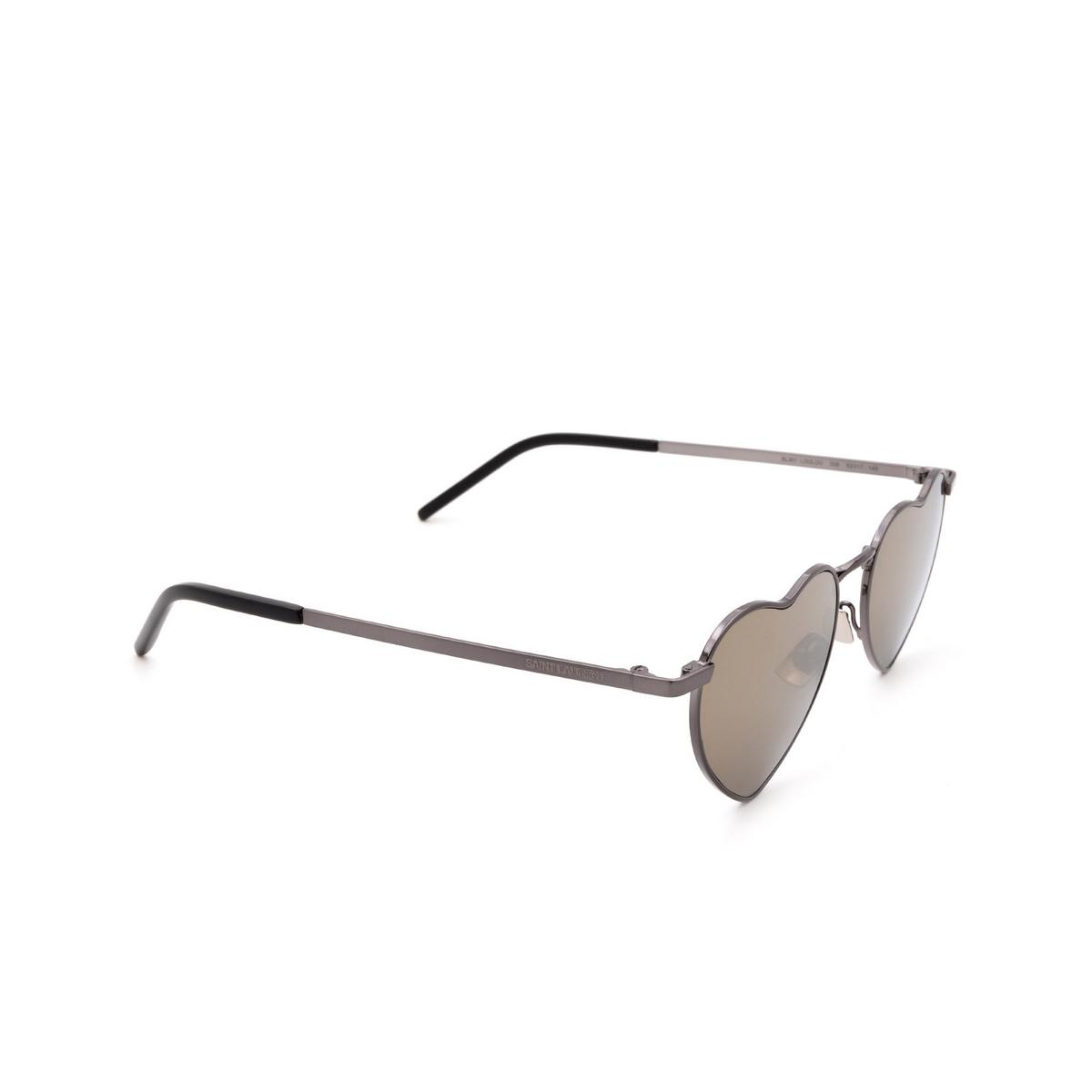 Saint Laurent® Irregular Sunglasses: Loulou SL 301 color Ruthenium 008 - three-quarters view.
