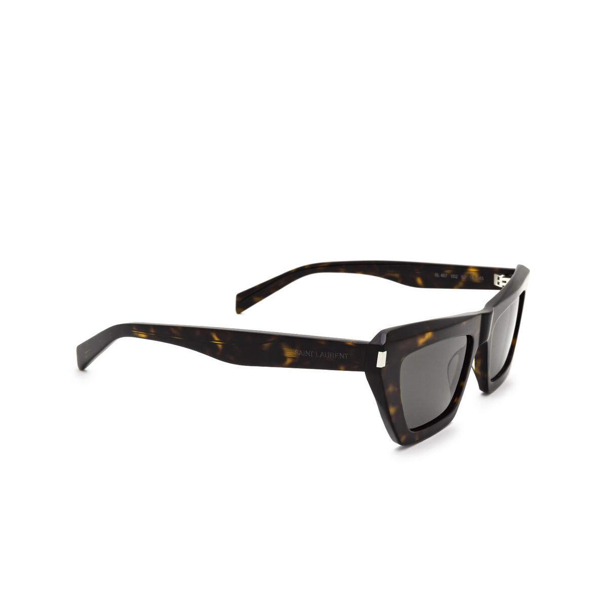 Saint Laurent® Cat-eye Sunglasses: SL 467 color Dark Havana 002 - three-quarters view.