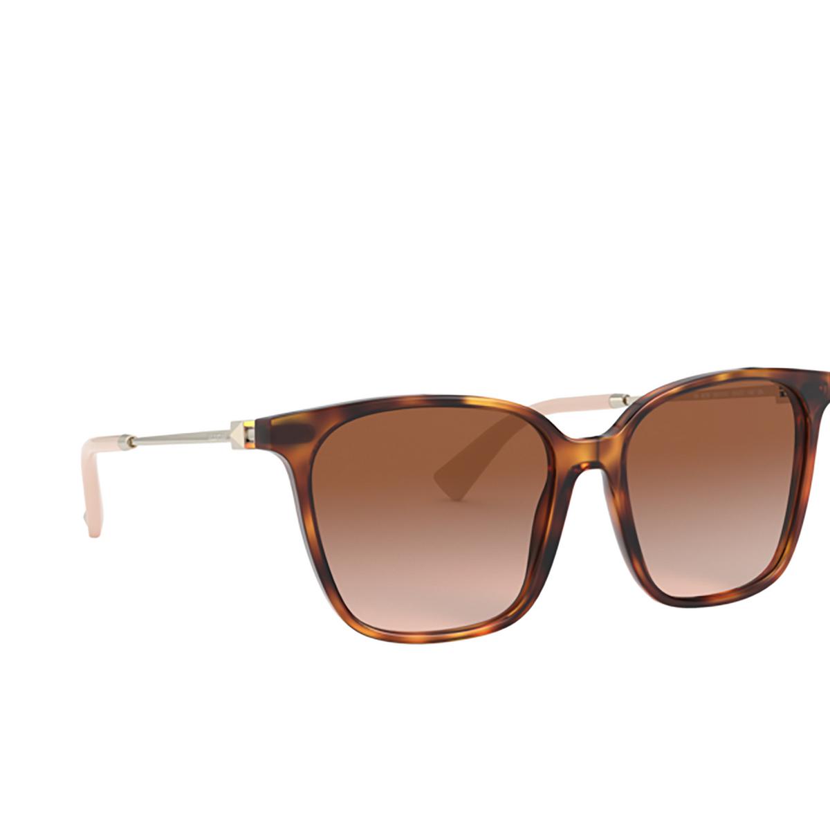 Valentino® Square Sunglasses: VA4078 color Havana 501113 - three-quarters view.