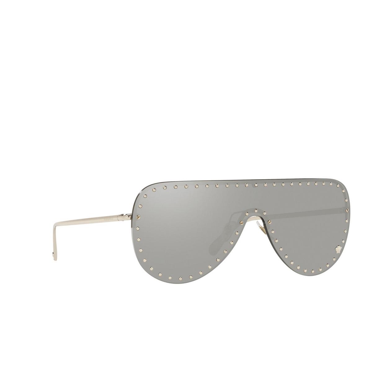 Versace® Mask Sunglasses: VE2230B color Pale Gold 12526G - three-quarters view.