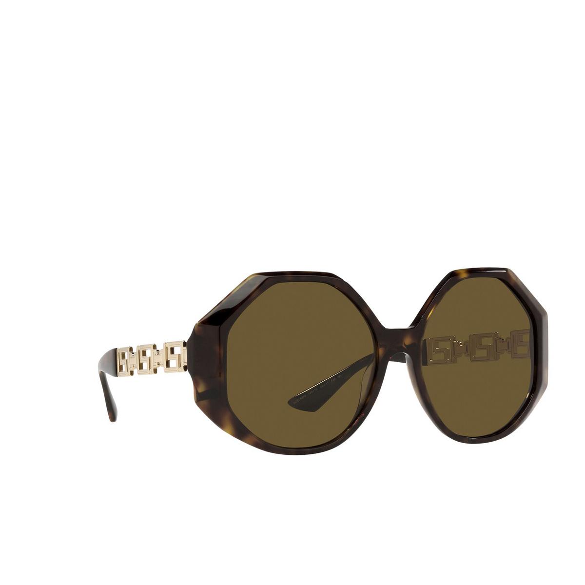 Versace® Irregular Sunglasses: VE4395 color Havana 108/73 - three-quarters view.
