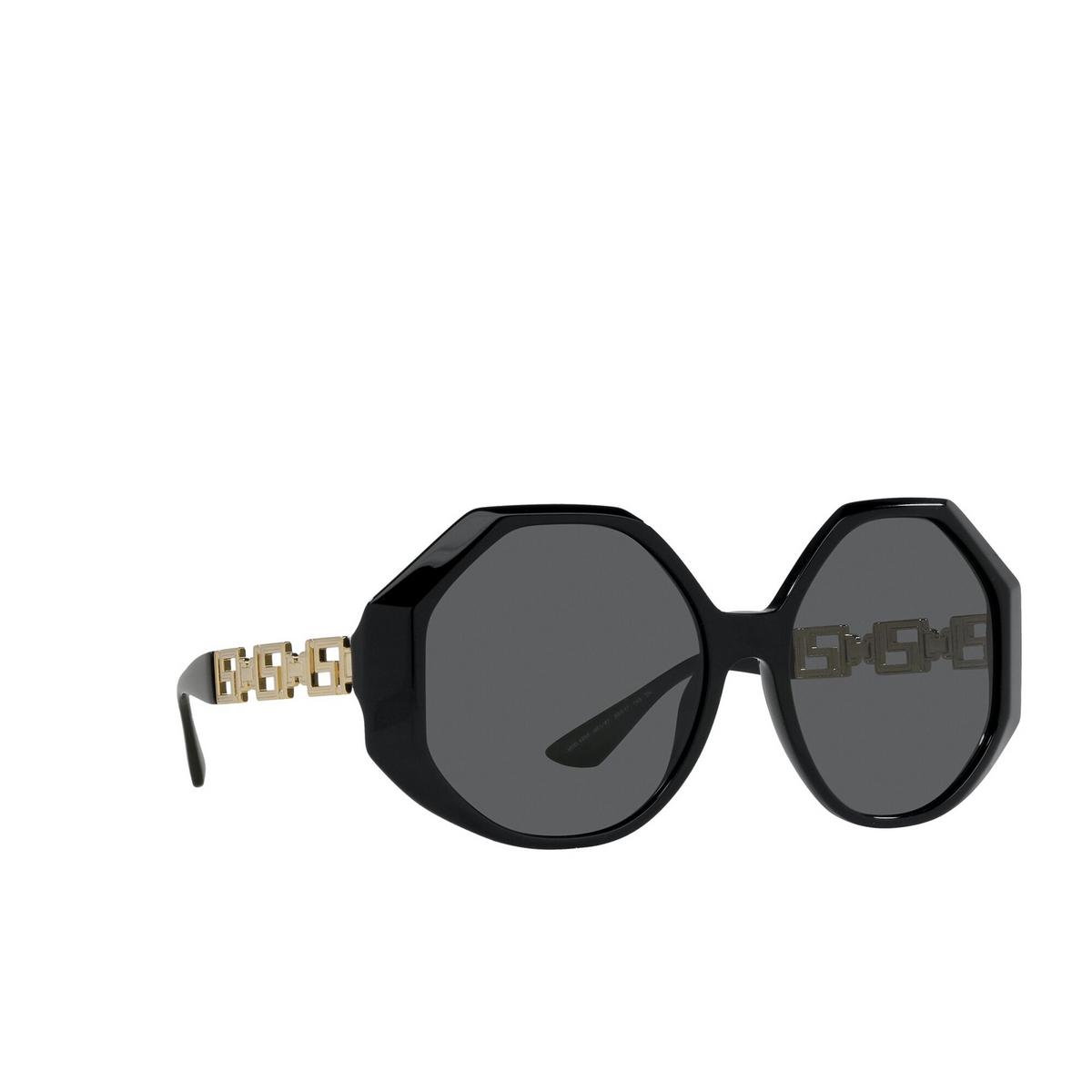 Versace® Irregular Sunglasses: VE4395 color Black GB1/87 - three-quarters view.