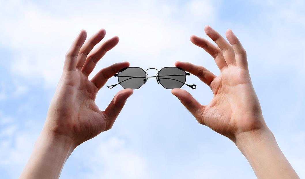 EYEPETIZER CLAIRE X MIA BURTON black sunglasses trend