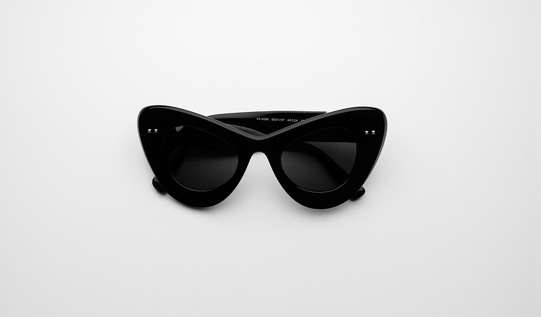 Valentino VA4090 500187 Black sunglasses trend